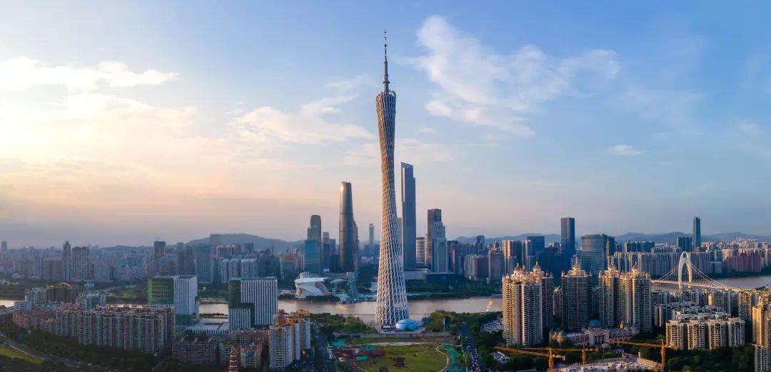 """上半年GDP被重庆超越,掉出一线城市的声音不绝于耳,""""守擂""""的广州还能扛多久?"""